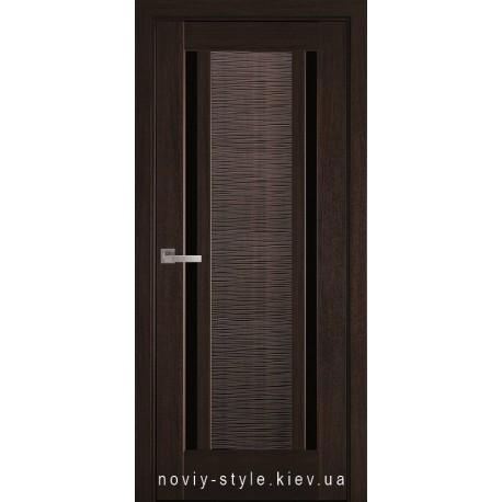 Двери Луиза Новый Стиль каштан (ПВХ DeLuxe) с черным стеклом